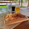 Доска разнообразных мясных чипсов The Pub