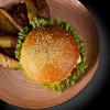 Мега гамбургер с картофелем Айдахо The Pub